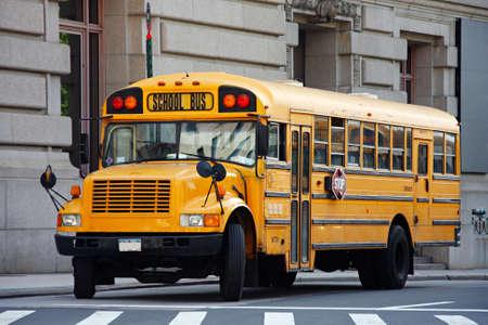 Amarillo autobús escolar - Manhattan, Nueva York, EE.UU.  Foto de archivo - 3311288
