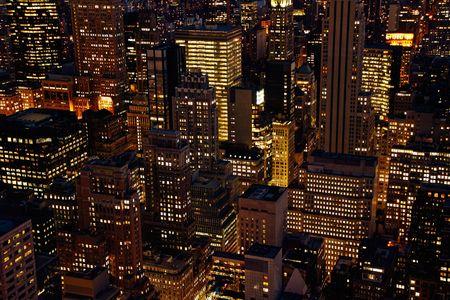 Vista aérea de la ciudad de Manhattan al atardecer, desde la parte superior del Rockefeller Center - la ciudad de Nueva York, EE.UU.  Foto de archivo - 3466203