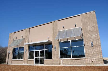 comercial: Nuevo edificio con la Oficina Comercial y Minorista del Espacio