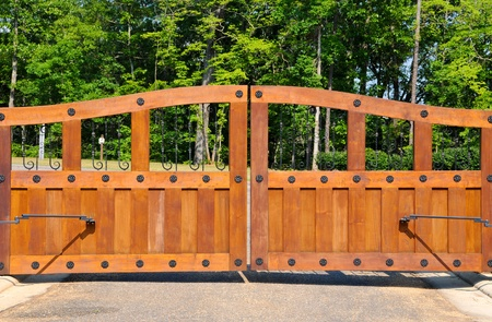 closed community: Large Wooden Security Entrance Gates