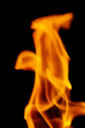 amarillo y negro: Desenfoque imagen de fondo de las llamas de una antorcha en la noche