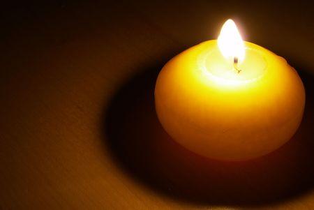 seule la lumière des bougies Banque d'images