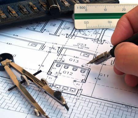 planos arquitecto: arquitecto dise�ar una casa  Foto de archivo
