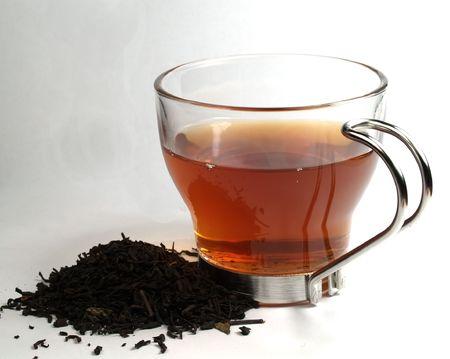 tasse de thé sur un fond blanc      Banque d'images