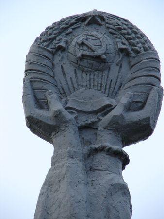 fraternidad: La escultura sovi�tica en Sumy, Ucrania dedic� a la amistad y a fraternidad Ucraniano-Rusas