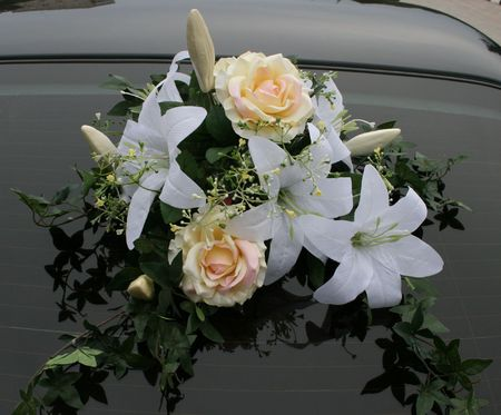 Wedding car decorations with flower bouquet Stock Photo - 1767939