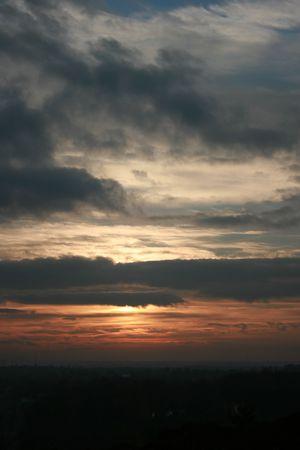 standpoint: Dramatic sunset horizon