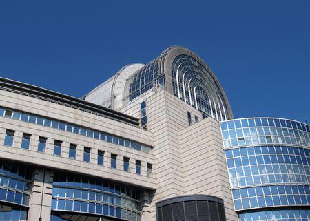 公式のベルギーのブリュッセルで複雑な欧州議会の建物。 写真素材