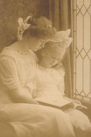 antique woman: Muchachas De la Vendimia De Victorian
