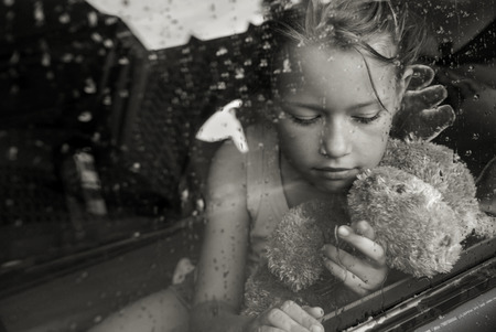verdrietig meisje: Triest meisje portret Stockfoto