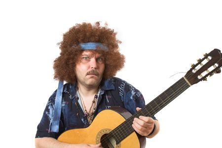 unconventional: Vecchio hippie mettere su un viso mentre giocando la sua chitarra