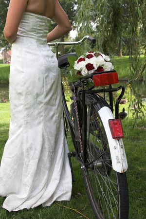 strapped: Bride with a bicycle and her weddingbouquet strapped to the back of her bike