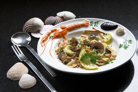 seafruit: Delicious pasta dish with spaghetti, mussels and shrimp on a colourful plate