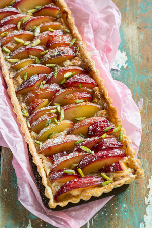 marzipan: Delicious plum tart with roasted marzipan and puff pastry