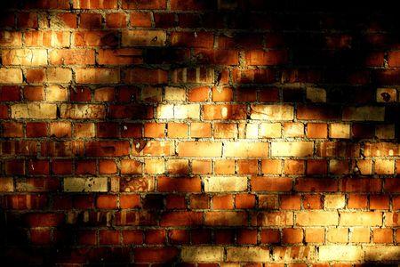 Vieux mur de briques de texture, teinte. Soir�e des ombres sur elle