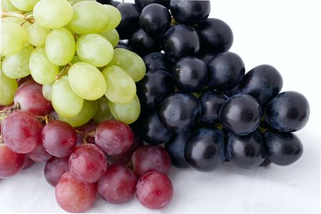 vitamine: bunch of isolated dark,green and red grapes on white background Stock Photo