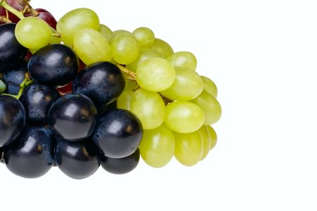 vitamine: bunch of isolated dark and green grapes on white background