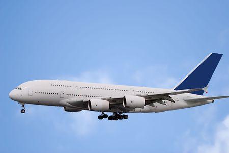 turbofan: Aviones vuelan en el cielo bly  Foto de archivo
