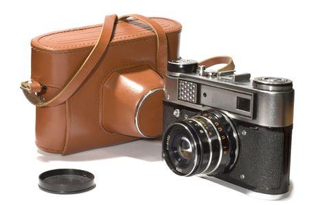 reflex: Serie oggetto su bianco: isolata Vecchia-fotocamera - con fotocamera reflex caso
