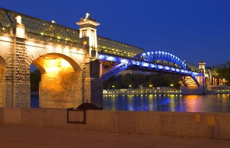 foot bridge: Moscow. evening. Night wharf and Old foot Bridge over river  Stock Photo