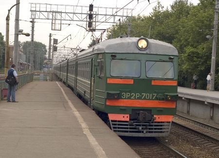 wireless terminals: arrival electric train on platform