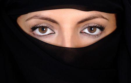 burka: Bello da guardare gli occhi sopra il velo
