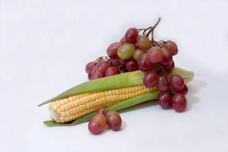 corn ear: ma�z oreja y racimo de uvas