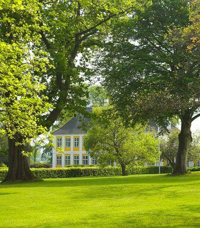 herrenhaus: Altes Herrenhaus in seinem eigenen Park Lizenzfreie Bilder