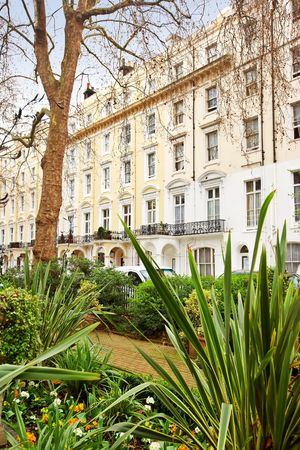 woonwijk: Mooie oude huizen in het centrum van Londen Stockfoto