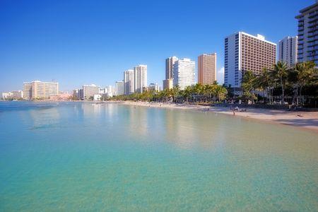waikiki beach: Waikiki Beach and skyline
