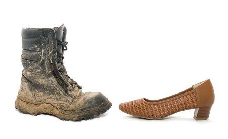 hombre sucio: De arranque hombre sucio y un zapato de mujer