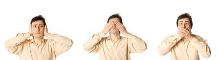 mouth closed: Hombre cerrar sus orejas, ojos y boca, a su vez  Foto de archivo