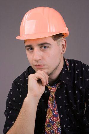 protection individuelle: L'ing�nieur du constructeur il tout d'abord les performances des r�gles de protection personnelle. Banque d'images