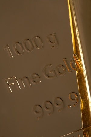 favourable: Bar of high quality gold. Favourable investment. Stock Photo