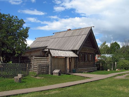 folk village: Day view of wooden house in Suzdal. (Suzdal, Vladimir region, Golden Ring of Russia).