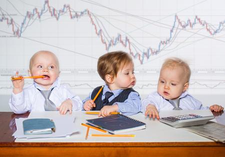 Weinig zakenman portret in kantoor