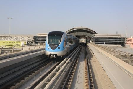 metro train: Metro train in Dubai