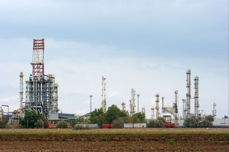complex system: High towers at an oil refinery