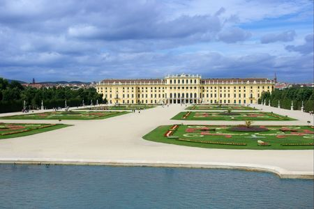 schoenbrunn: Schoenbrunn palace with its garden in Vienna, Austria