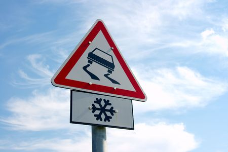 warns: Traffic sign warns about slippery road ahead