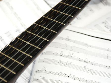 partition musique: Guitare et partition Banque d'images