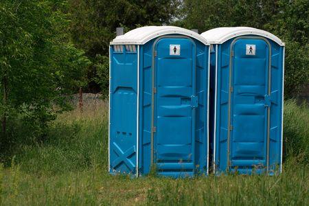 latrina: Cabine WC Blue mobile in una scena all'aperto