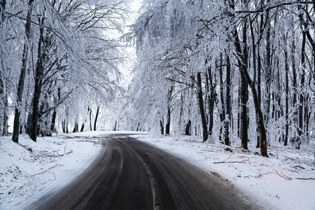 road conditions: Mountain road in winter snow