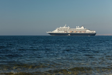 cruiseship: Crucero de salir en el mar