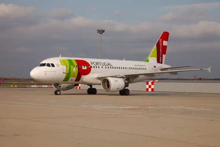 liszt: BUDAPEST, HUNGARY - NOVEMBER 5  TAP A319  taxiing at Budapest Liszt Ferenc Airport, November 5th 2013  TAP is the flag-carrier airline of Portugal