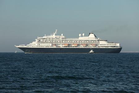 cruiseship: Crucero de salir a la mar