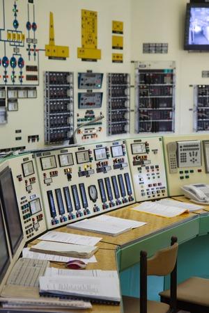 electricidad industrial: Panel de control de un laboratorio nuclear