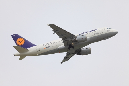 liszt: BUDAPEST, HUNGARY - MAY 15: Lufthansa A319 taking off at Budapest Liszt Ferenc Airport, May 15th 2014. Lufthansa is the largest airline of Europe. Editorial