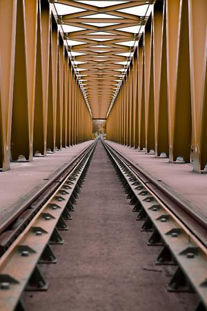 rail cross: Railway bridge with steel grid structure