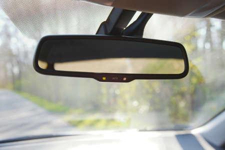 Rückspiegel eines Autos Standard-Bild